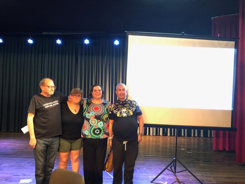 De izquierda a derecha, Roberto Ortega, de El Hueco,; Ana Rosa Moreno, de la Asociación de Vecinos de Benizar; Mar Rodríguez, organizadora de la jornada; y Pablo Gerbolés, de la Federación de Vecinos de Valladolid, después de la mesa celebrada el sábado.